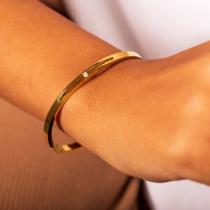 Minimal Solitaire Bangle - Gold